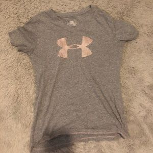 Small Women's Under Armour T-Shirt